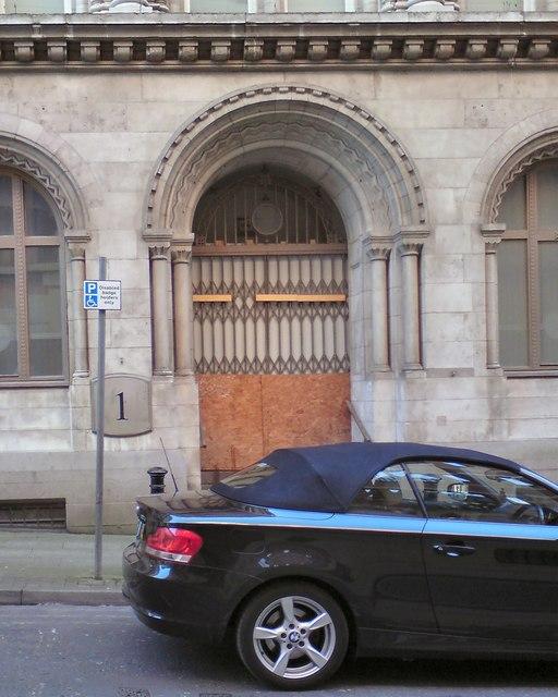 10 Norfolk Street: Side doorway
