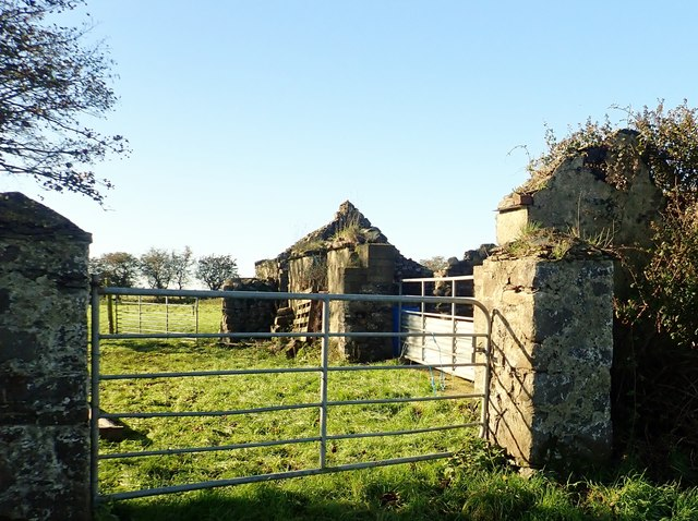 Roofless farm building on the west side of Templetown Road