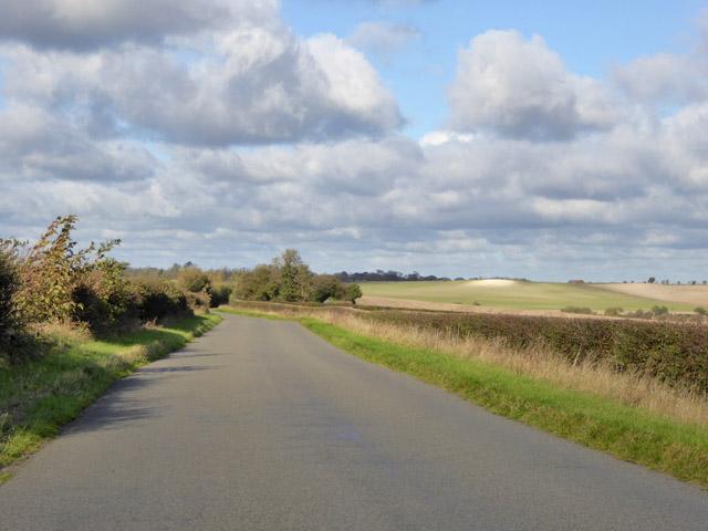 Road towards Slip End