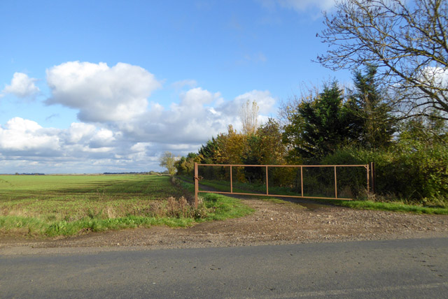 Gated farm track, east of Toseland - Graveley road