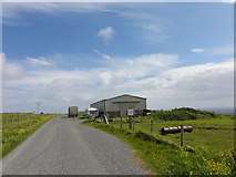 HU6390 : Roadside barn by Mat Tuck