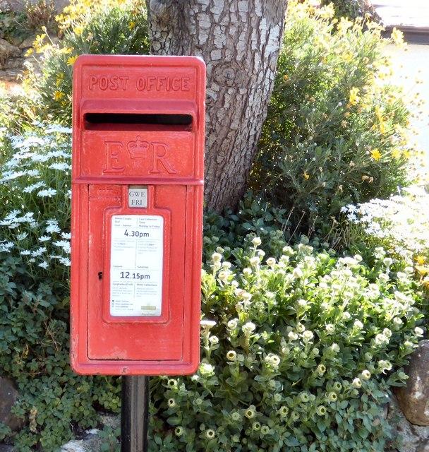 EIIR Postbox (LL34 20)