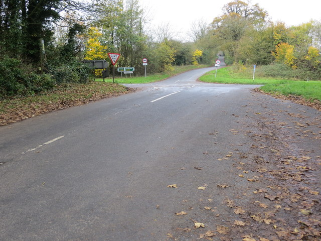 Road from Broadwell to Donnington crossing the A429