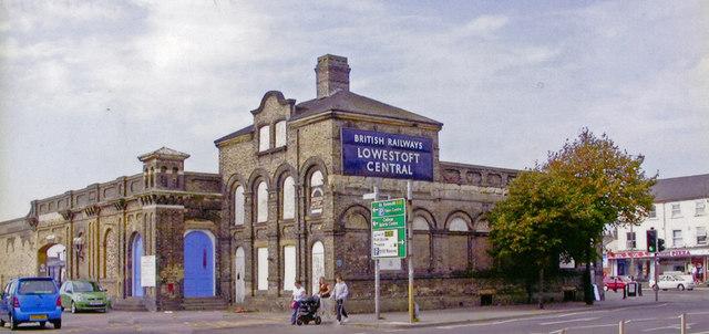 Lowestoft (Central) station, exterior 2006