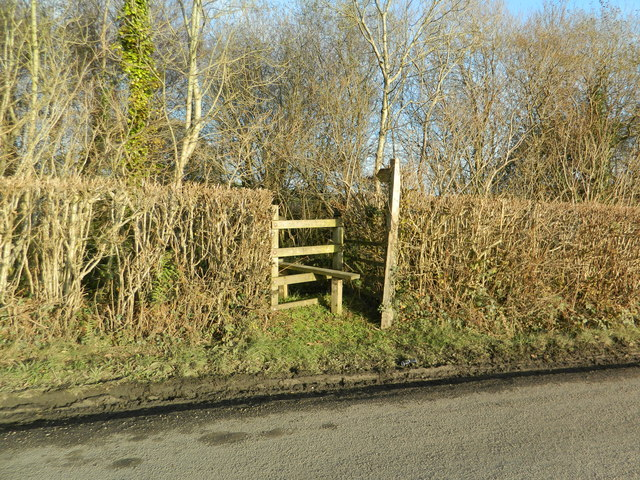 Stile and sign to footpath from the Llantrisant to Tonyrefail road