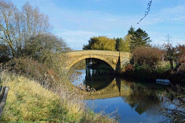 Tadpole Bridge in November sunshine, Oxon