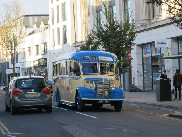 Classic bus, London Road