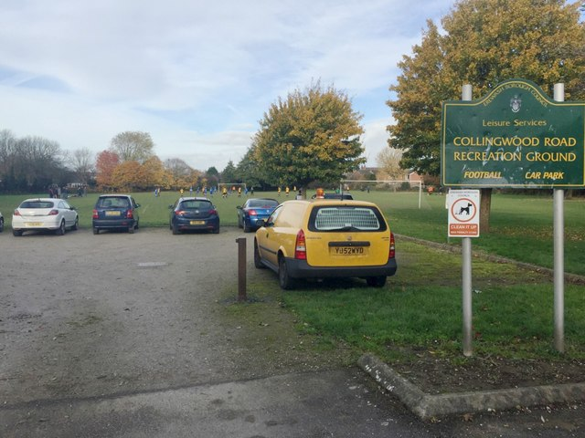 Parking and a football match at Collingwood Road Recreation Ground, Long Eaton