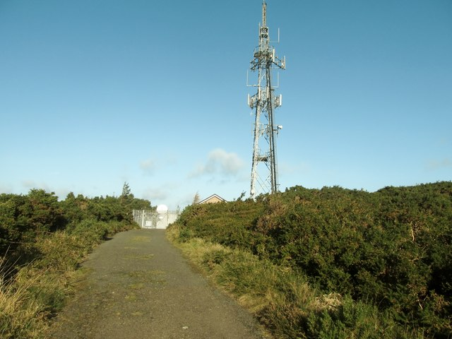 Approaching the relay transmitter on the summit of Drinnahilly