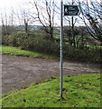 SS9086 : Bilingual public footpath sign, Bettws by Jaggery