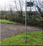 SS9086 : Bilingual public footpath sign, Bettws by Jaggery