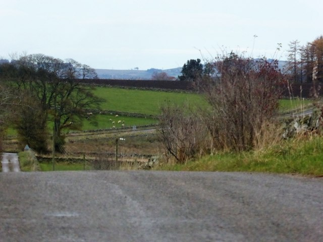 Descent of minor road to Blairydryne