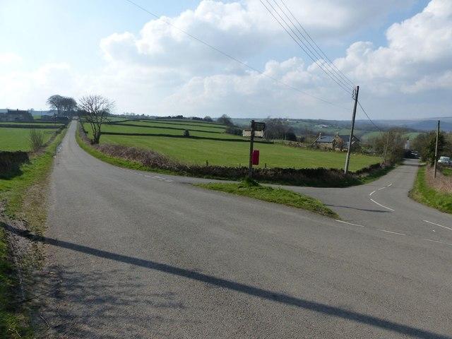 Road junction at Bole Hill