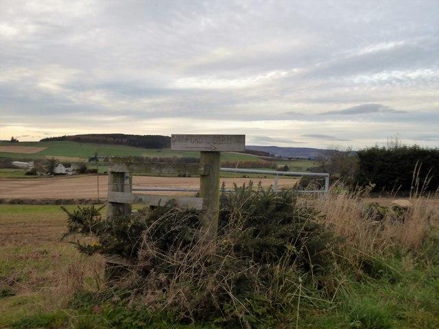 Direction post for Darnford Farm