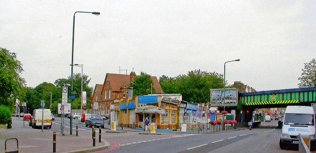 A23 London Road at Norbury station, 2006