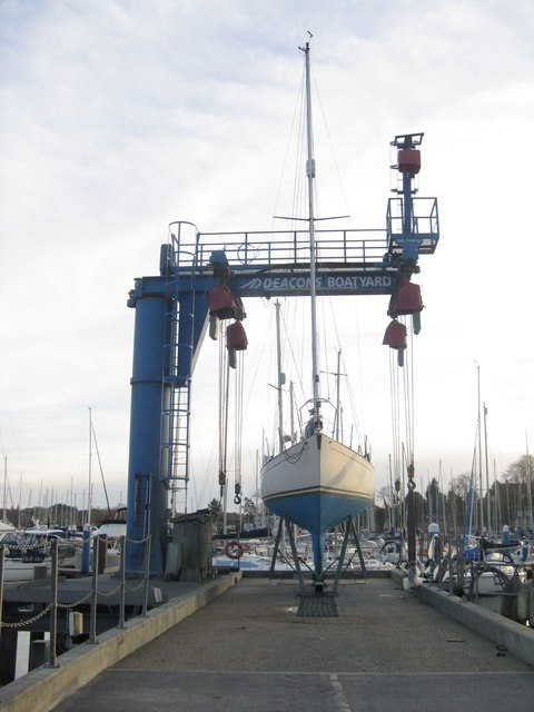 Boat lift at Deacons Boatyard