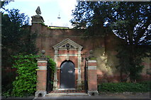 SU8586 : Gateway to Old Bridge House by N Chadwick