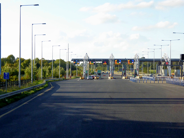 Approaching the Toll Plaza, Northbound M3