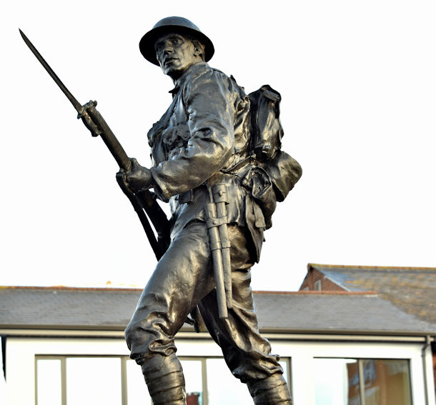 Holywood war memorial - December 2017(3)