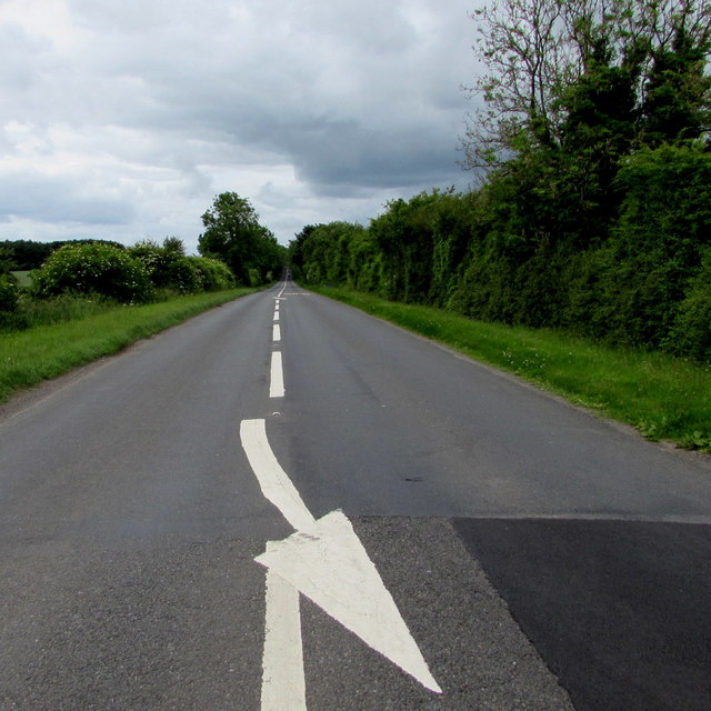 White arrow painted on the A433 near Cirencester