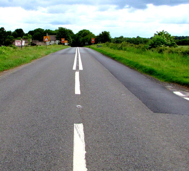 Change in road markings on the A433 towards Cirencester