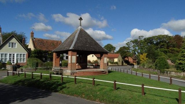 Saxlingham Nethergate - Village centre