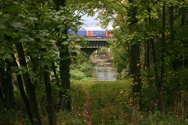 Railway bridge across River Wandle
