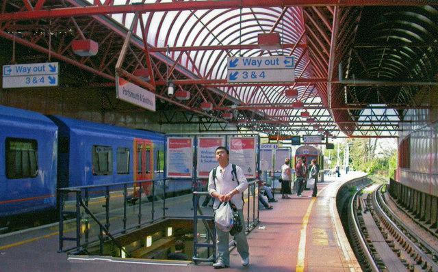 Portsmouth & Southsea station, High Level  platforms, 2008