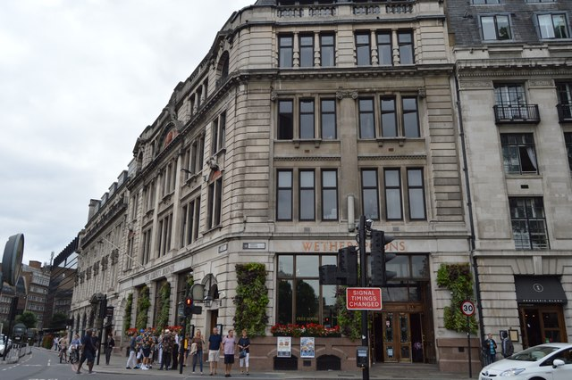 Wetherspoons, Trinity Square