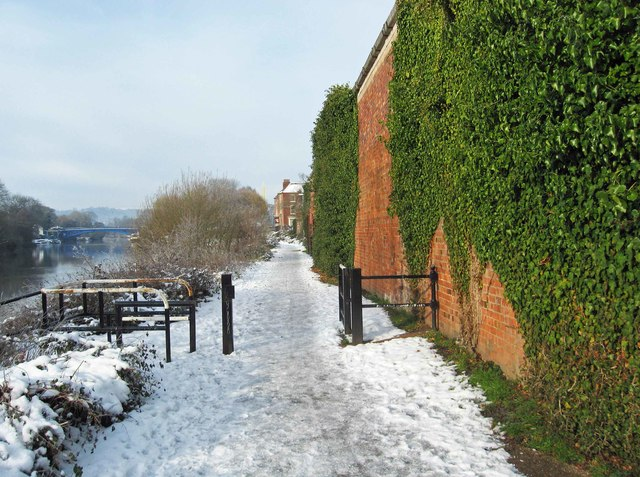 Snow covered Severn Way, Stourport-on-Severn