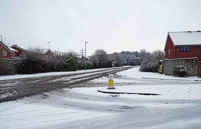 Snowy conditions at the junction of Discovery Road and Resolution Way, Stourport-on-Severn