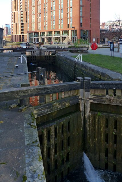 b6a8d8ac0af3b River Lock, Leeds and Liverpool Canal,... © Alan Murray-Rust ...