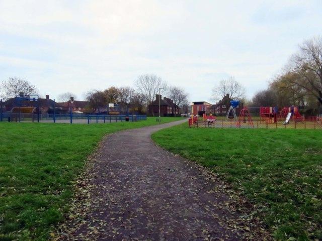 Footpath through New Hinksey Playground