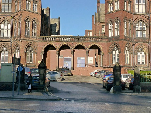 Leeds General Infirmary, entrance gateway