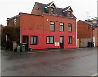 SO8005 : Two-tone houses, Bath Road, Stonehouse by Jaggery