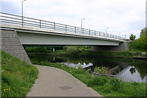 TQ3785 : Northwall Road bridge over River Lea (or Lee) by David Kemp