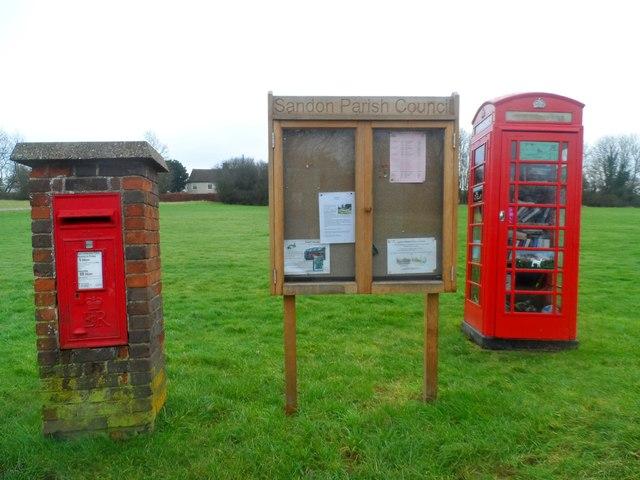 Post box etc at Roe Green