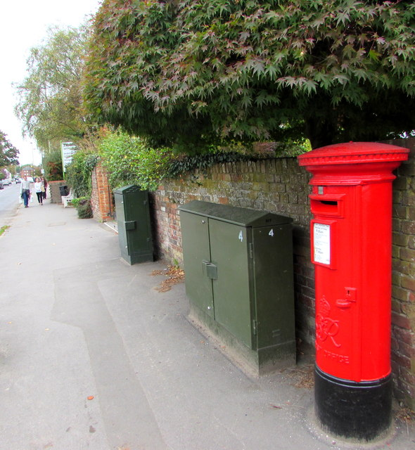 King George VI pillarbox and two telecoms cabinets, London Road, Marlborough