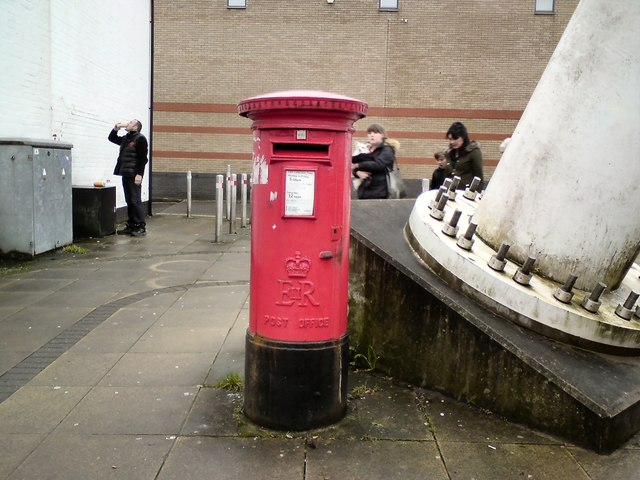 E II R Postbox (BL1 141)