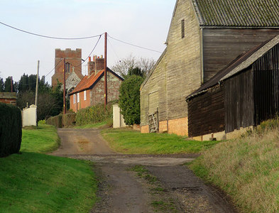 TM2842 : Hemley: up the hill past High House Farm by John Sutton
