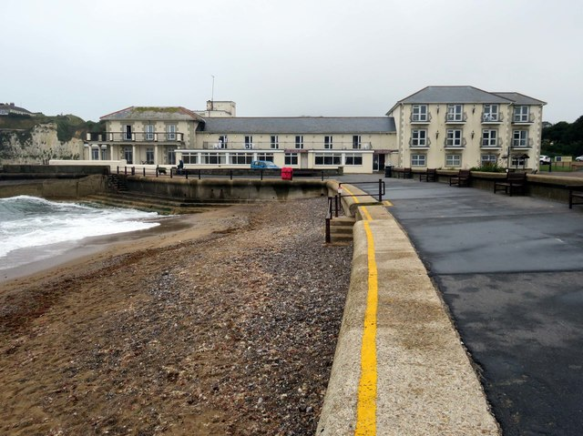 The Albion Hotel in Freshwater Bay
