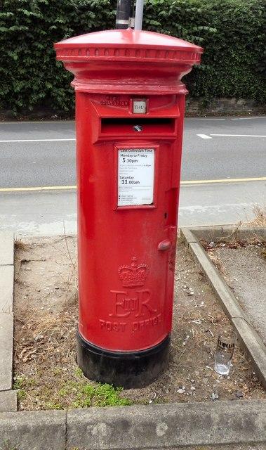 E II R postbox (SK9 86)