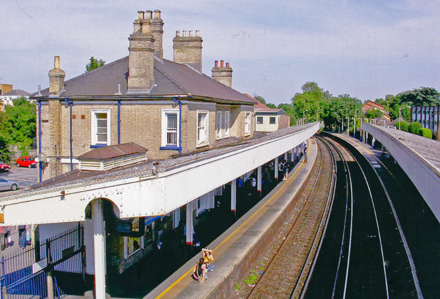 Staines station, eastward 2005
