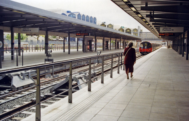 Stratford Low Level, terminal Platforms 13-15, Jubilee Line, 1999