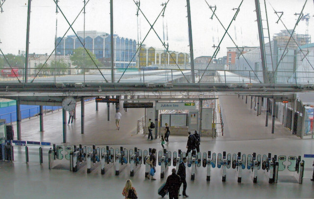 Stratford Low Level, barriers of Jubilee Line platforms, elevated view 2009