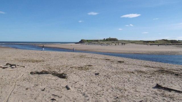 2bcb0d3e9a5 River Don meets the North Sea © Richard Webb :: Geograph Britain and ...