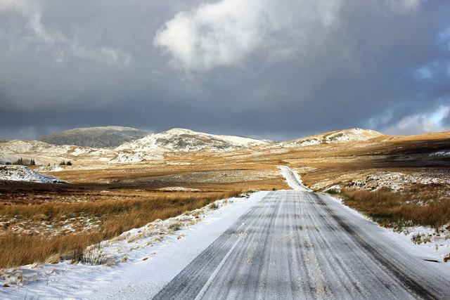 The B4391 approaching Pont yr Afon-Gam