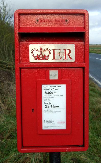 Close up, Elizabeth II postbox on the B1242, Rolston