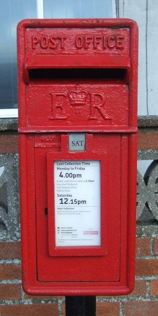Close up, Elizabeth II postbox on Cliff Lane, Mappleton