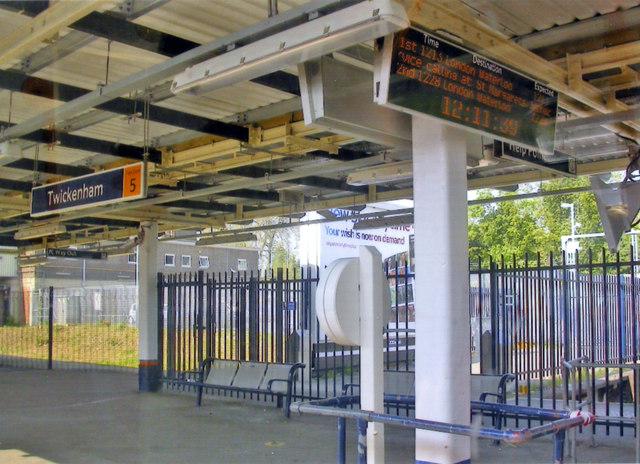 Twickenham station, Platform 5 2011